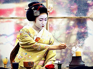 Sublime traditional tea ceremony in Kyoto, Japan by Onihide (Flickr)