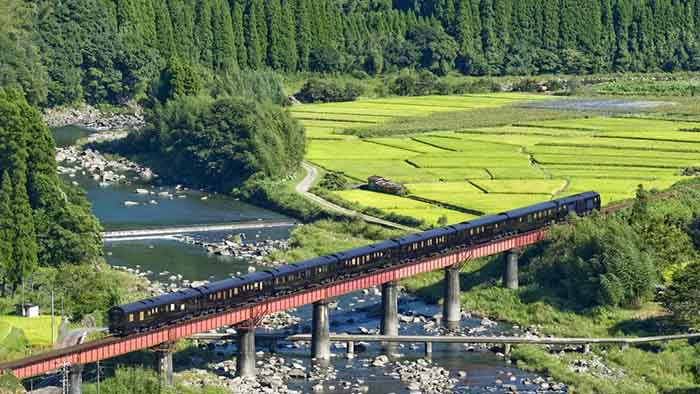 Seven Stars Luxury Train in Kyushi countryside