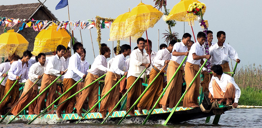 Rowers on Inle Lake at festival time