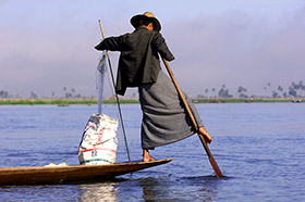 One lgged rower Inle Lake