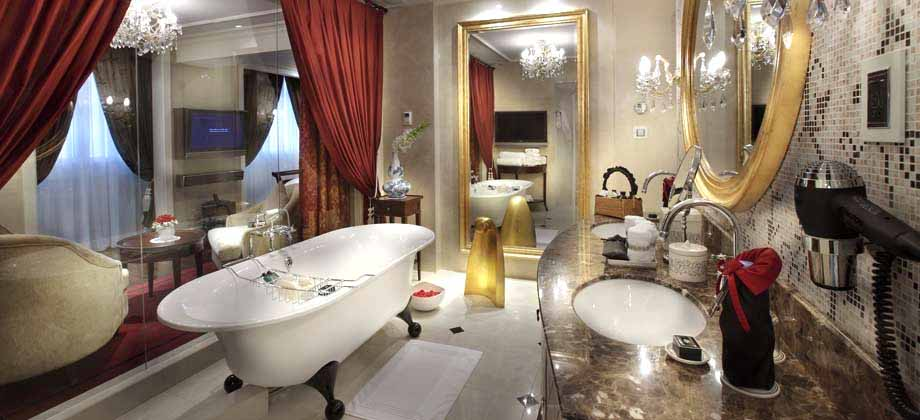 Metropole Hanoi Suite Bathroom