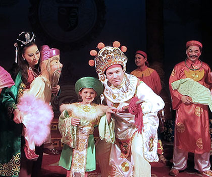 Private tour with the Hanoi traditional opera troupe