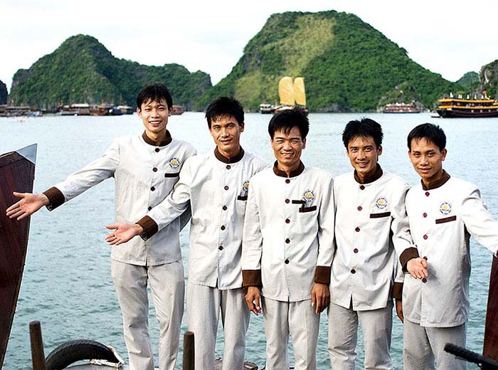 luxury boat crew in Halong Bay